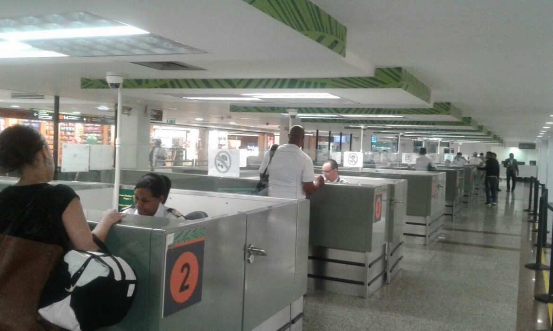 Migración anuncia desbloqueo de pasaportes a dominicanos naturalizados en el extranjero
