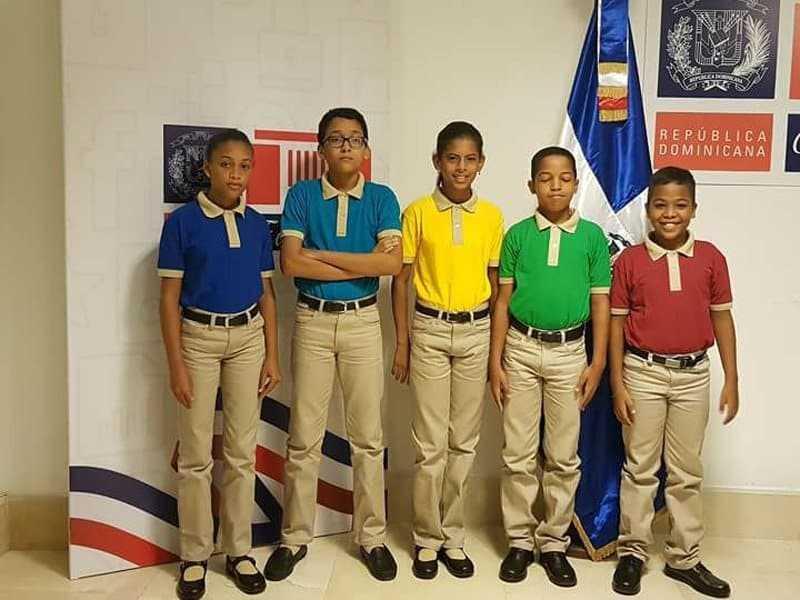 Educación presenta nuevos modelos de uniformes