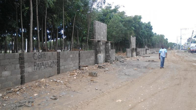 Alcalde Abel Martínez paraliza construcción en Parque Central