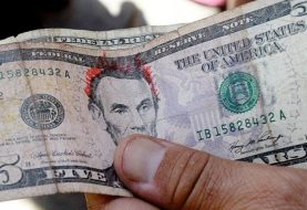 Bancos dominicanos no aceptan billetes rayados