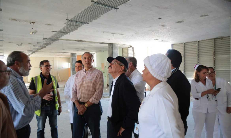 Danilo Medina supervisa trabajos hospitales Arturo Grullón y Cabral y Báez