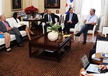 Danilo Medina se reúne con sector transporte del Gobierno
