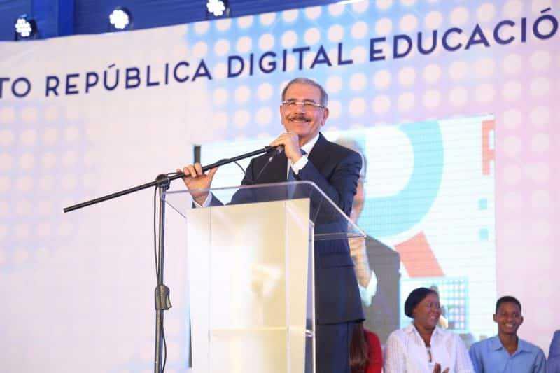 """Danilo Medina: """"Estamos dando los pasos para elevar la calidad de la educación"""""""