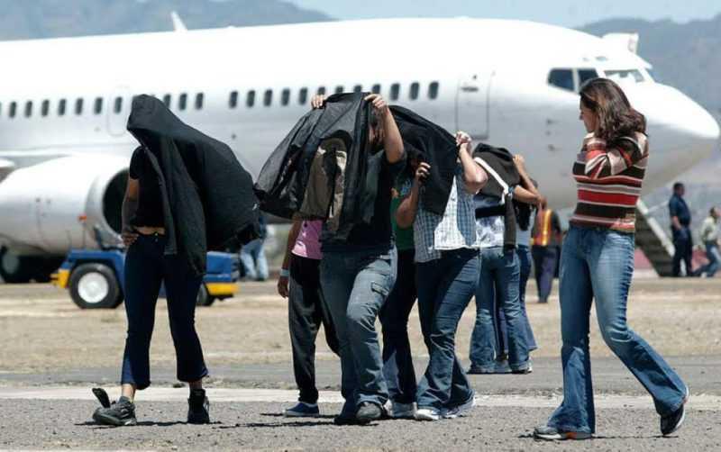 Continúan las deportaciones de dominicanos desde EEUU