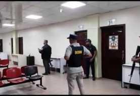Incautan equipos electrónicos y papeles a médico de Quirinito