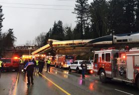 Tren descarrilado en Seattle superaba límite de velocidad