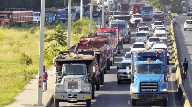 Intrant prohibe circulacion vehículos de carga Navidad y Año Nuevo