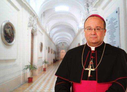 El papa envía experto a Chile para investigar caso de obispo