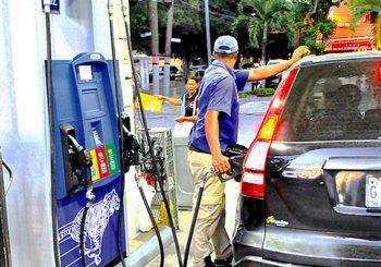 Bajan los precios de los combustibles entre RD$10.60 y RD$12.10