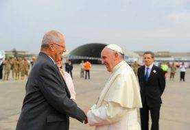 Papa Francisco llega a Perú