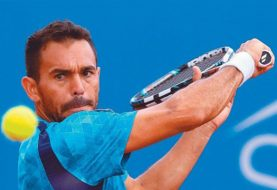 Víctor Estrella cae en dobles Australia