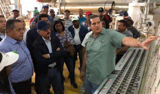 Danilo Medina supervisa planta de procesamiento alimentos