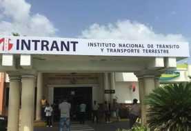 Presidente Medina aprueba reglamentos elaborados por el INTRANT