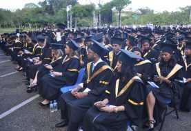 PUCMM gradúa 727 nuevos profesionales