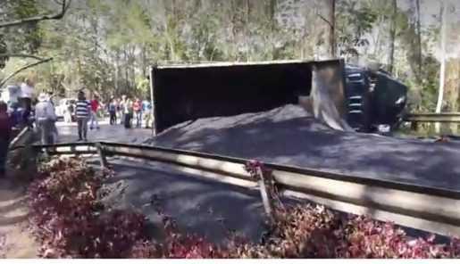 Dos personas heridas en un triple accidente en la carretera Jabaracoa-La Vega.