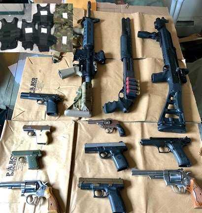 Policía decomisa arsenal en Brooklyn