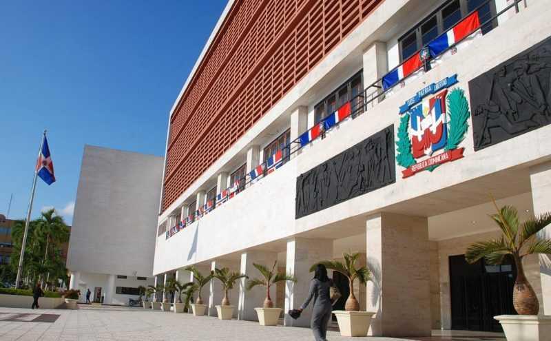 Medina pide al Congreso conformar comisión estudie proyecto Ley de Partidos