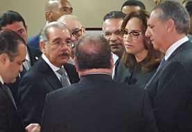 Danilo Medina asiste a velatorio padre Ventura Camejo