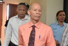 Jueces dejan en libertad al doctor Julio Gómez