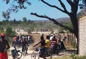 Haitianos y dominicanos se enfrentan a pedradas en Pedernales