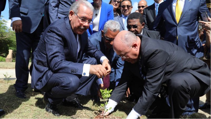 Danilo entrega primera etapa Jardín Botánico de Santiago