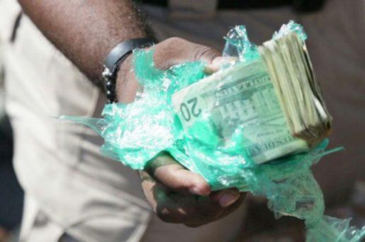 Santiago: Vinculan a dos mujeres 1.4 millones dólares decomisados en Haina