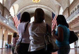 EE.UU. suspende ayuda legal a inmigrantes