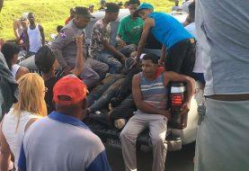 Seis mueren al caer vehículo a canal de riego