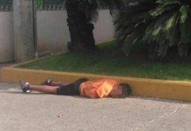 Menores duermen en sitios públicos de Santiago