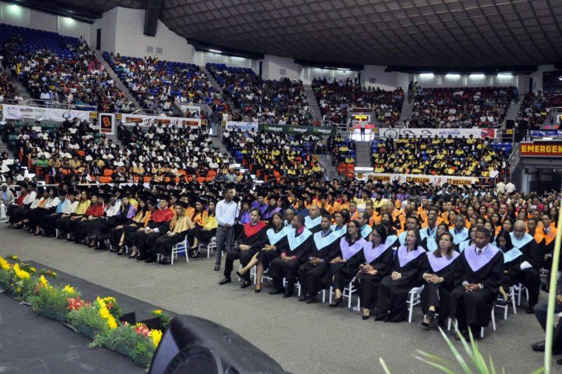 UASD recinto Santiago gradúa 727 profesionales diferentes áreas