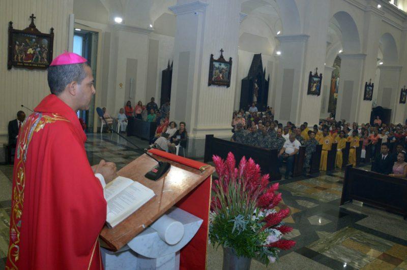 Obispo critica ausencia autoridades en actos