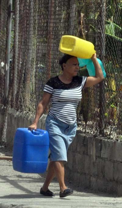Incrementan quejas por falta de agua en Santiago
