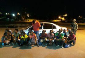 Ejército RD  atrapa 17 haitianos interior carro