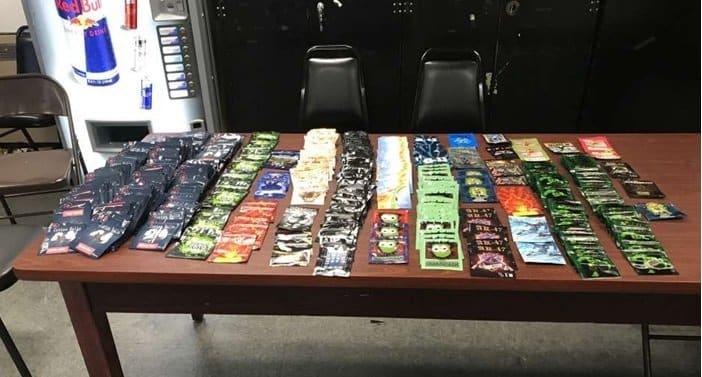 Policía NY decomisa más de 100 paquetes marihuana sintética