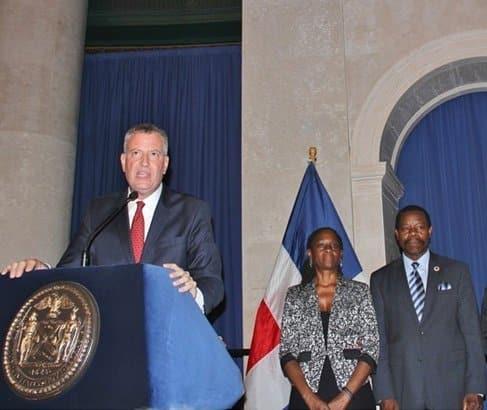 Dominicanos vuelven acusar alcalde NY de apoyar fusión RD-Haití