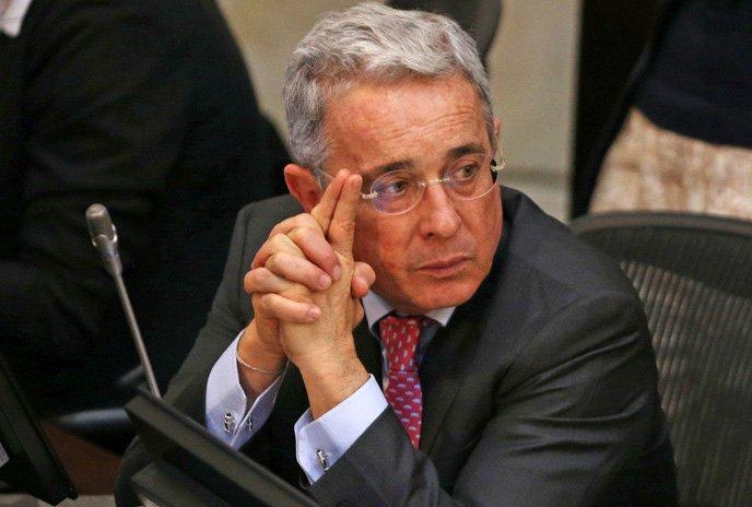 Expresidente Uribe retira renuncia