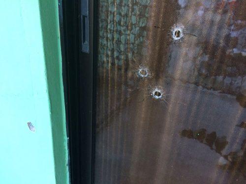 Navarrete: Tirotean casa y mujer resulta herida por bala perdida