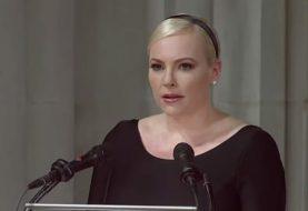 Meghan McCain, envía mensaje a Trump en el funeral de su padre