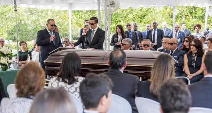 Sepultan restos de César Medina