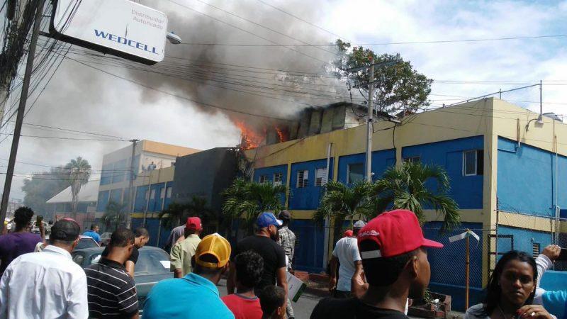 Santiago: Fuego afectó áreas del hospital Juan XXIII