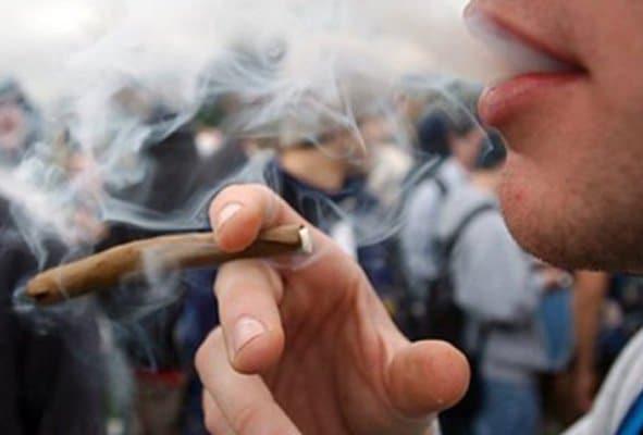 Por fumar marihuana en calles NY ya no se cae preso