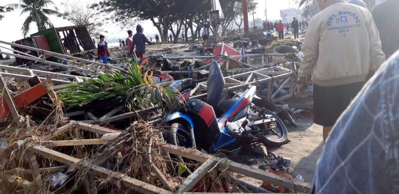 Indonesia sube a más de 800 número de muertos por sismo