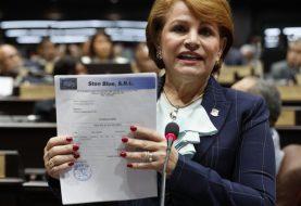 Lucia Medina dice compró mochilas