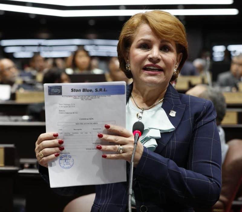 Lucia Medina advierte a los empleados del Gobierno