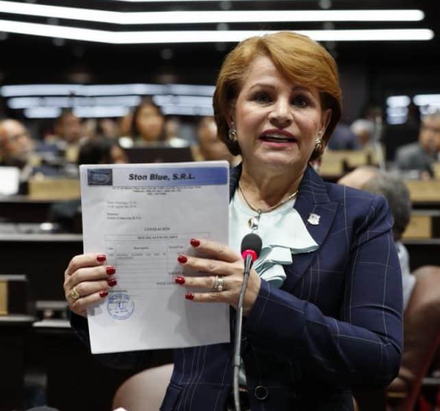 Lucía Medina advierte a los empleados del Gobierno