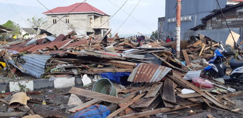 Más de 400 muertos tras terremoto y tsunami en Indonesia