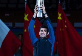 Djokovic gana torneo Shanghai y amenaza reinado de Nadal