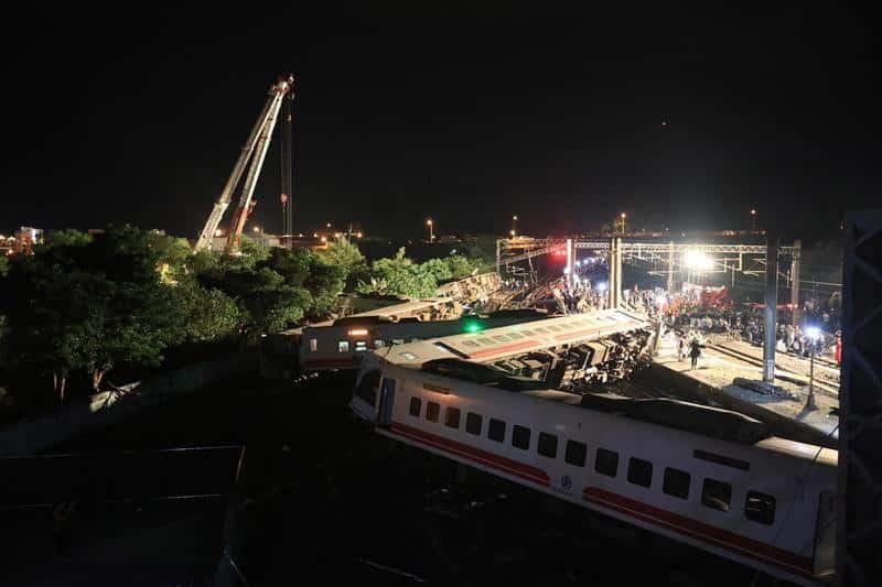 Taiwan: Al menos 22 muertos en accidente de tren