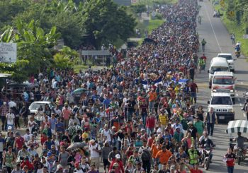 Aumenta a cinco mil el número de migrantes en caravana