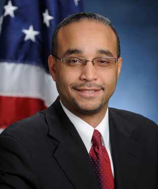 Evacúan oficina senador dominicano en Queens por sobre sospechoso